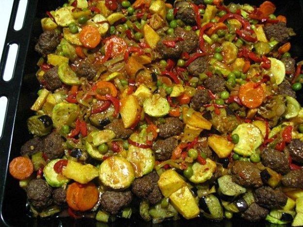 fırında-sebzeli-bezelyeli-köfte