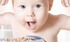 Bebeğinizin Sizden İstediği Sadece Bir Bardak Süt!