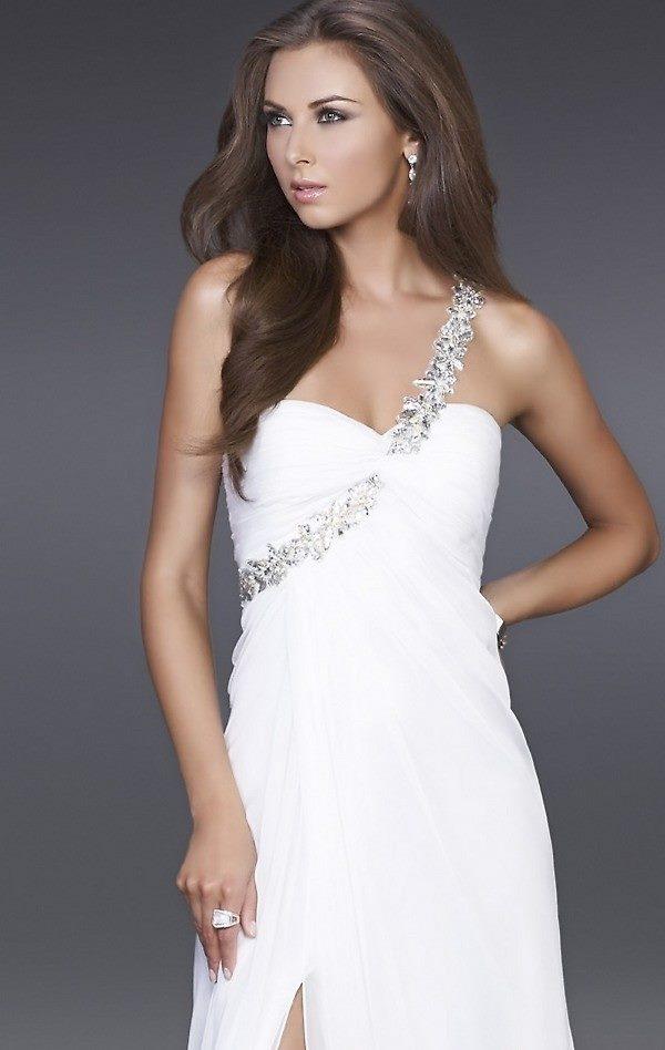 beyaz tek omuzlu sim işlemeli abiye elbise modeli