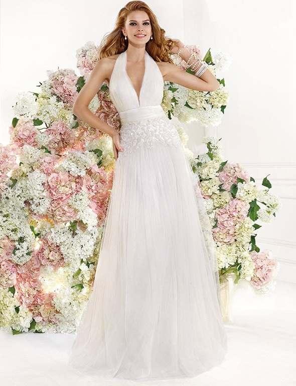 boyundan bağlamalı sırt ve göğüs dekloteli işlemeli beyaz abiye elbise modeli
