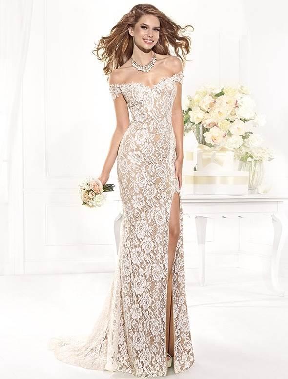 dantelli kırık beyaz kuyruklu abiye elbise