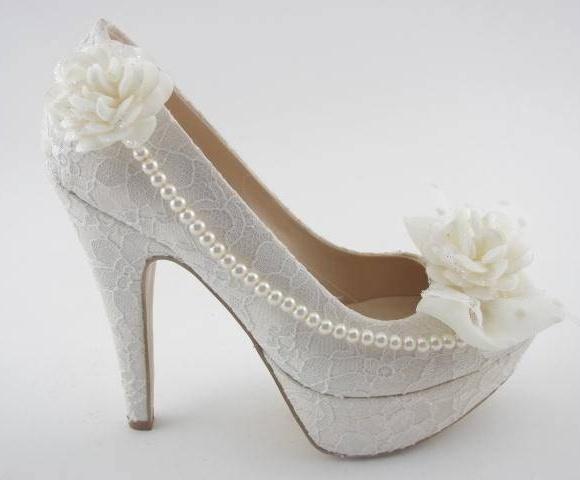 incili ve çiçekli gelin ayakkabısı