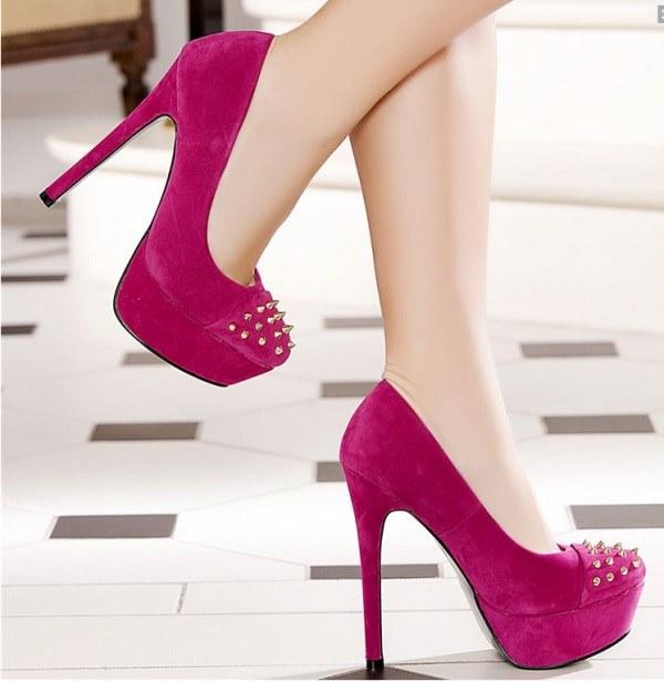 koyu pembe zımbalı kapalı platformlu ayakkabı modeli