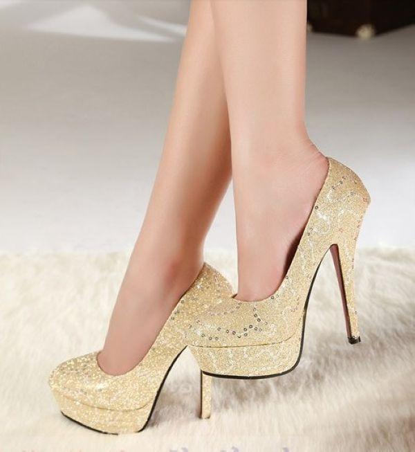 krem renkli desenli abiye ayakkabı modeli