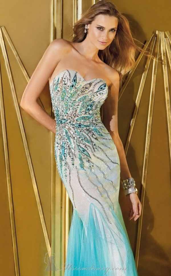 mavi gümüş işlemeli pullu straplez elbise modeli