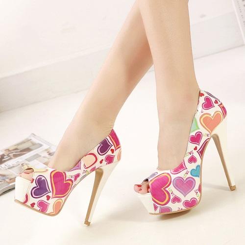 rengarenk kalp desenli platformlu ayakkabı modeli