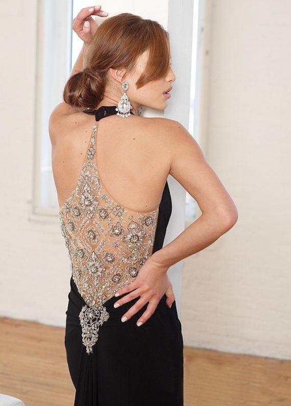 siyah sırt dekolteli gümüş ve taş işlemeli elbise