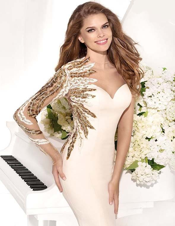 tek kollu altın kol işlemeli balık etekli abiye elbise modeli
