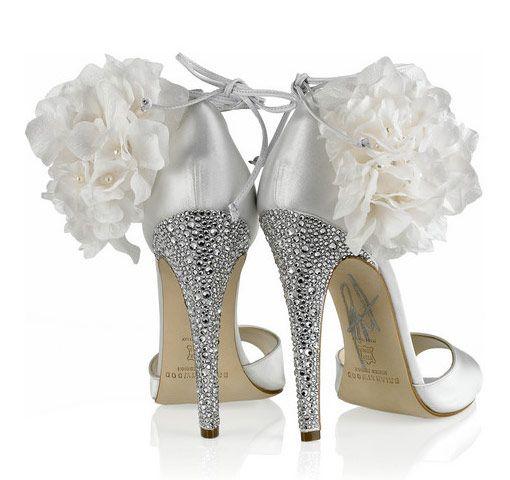topukları taşlı ve çiçek detaylı gelin ayakkabısı