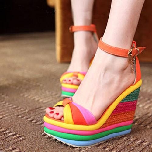 yazlık rengarenk dolgu topuklu ayakkabı