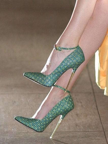 yeşil şık bilekten bağlamalı sivri burunlu ayakkabı
