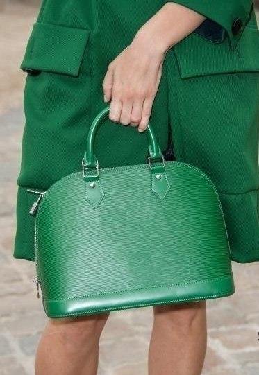 yeşil saplı bayan çantaları