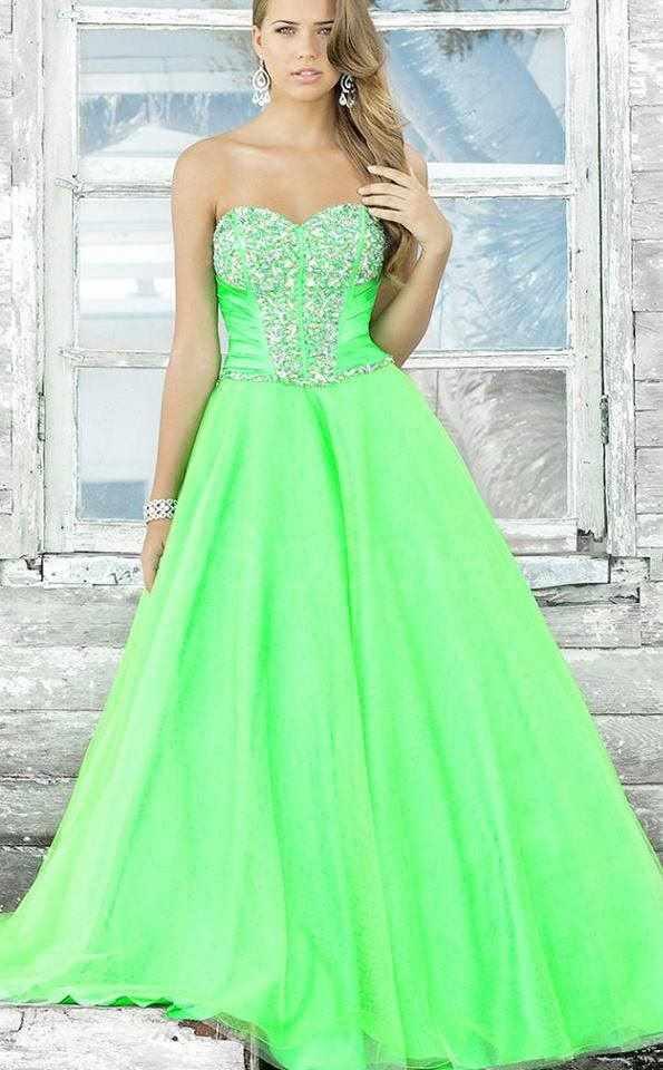 yeşil straplez kabarık elbise