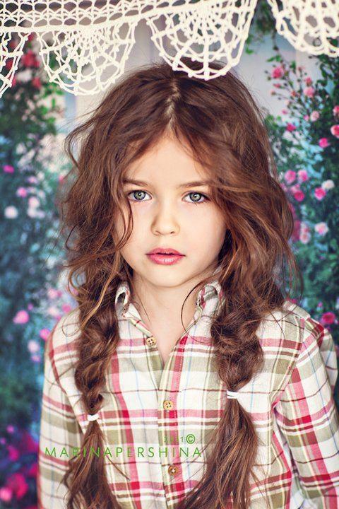 çocuk dağınık örgü saç modeli