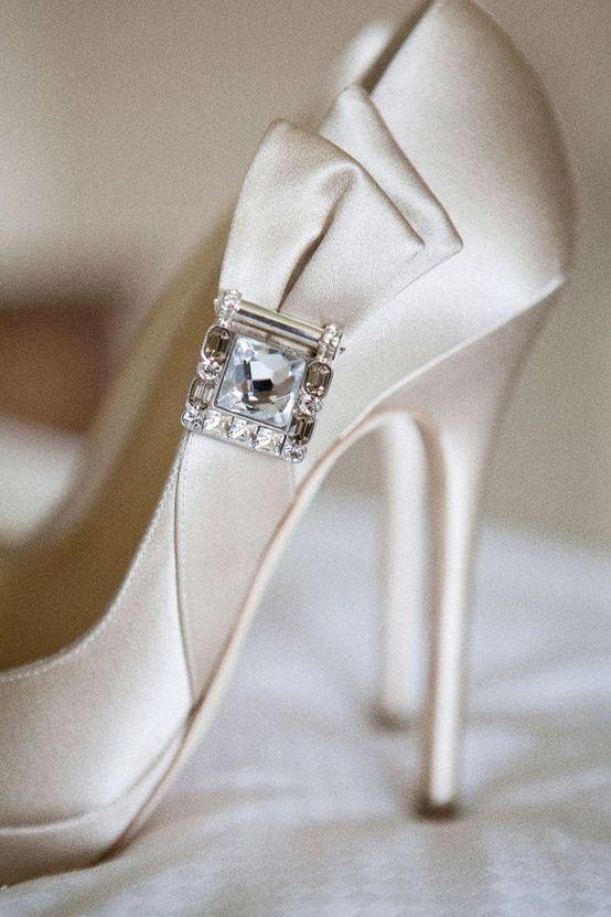 beyaz saten ayakkabı modeli
