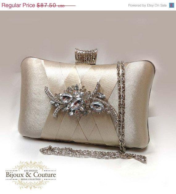 bronz broş detaylı gece çantası