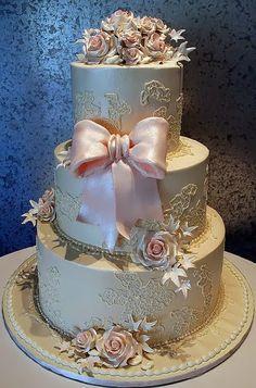 dore fiyonk detaylı düğün pastası