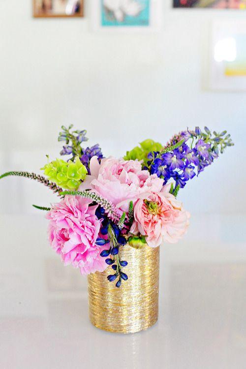 dore vazoda dekoratif çiçek modeli