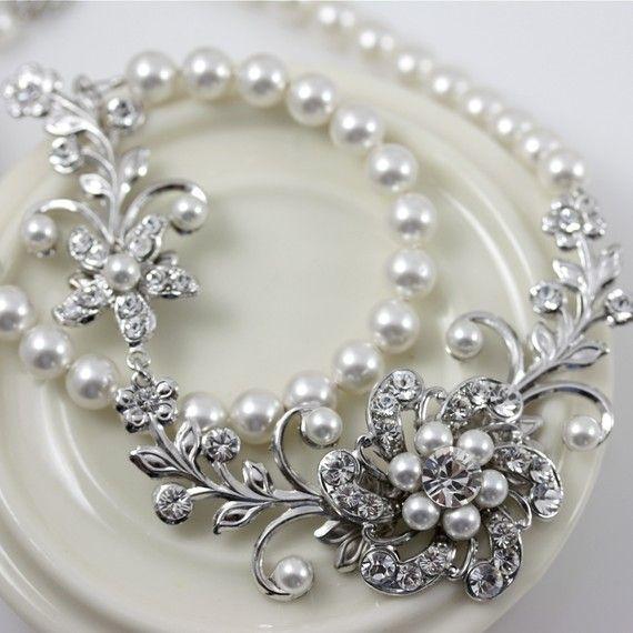 gümüş broşlu inci kolye modeli