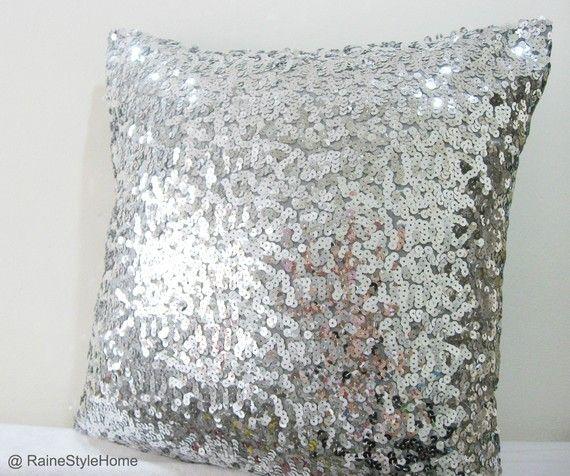 gümüş payetli yastık modeli