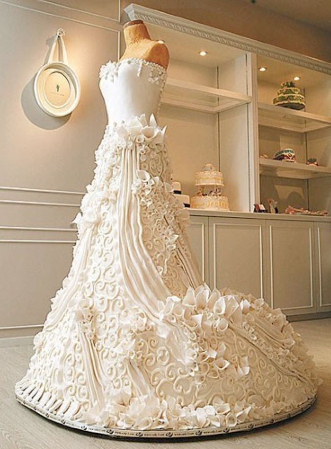 gelinlik figürlü düğün pastası