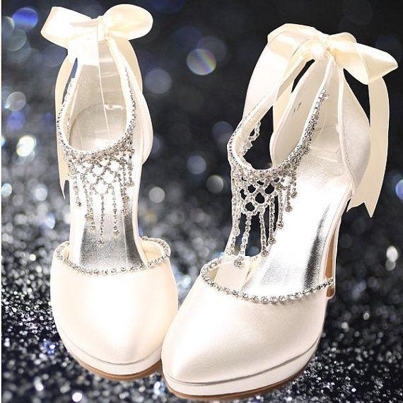 gerdanlık detaylı ayakkabı modeli