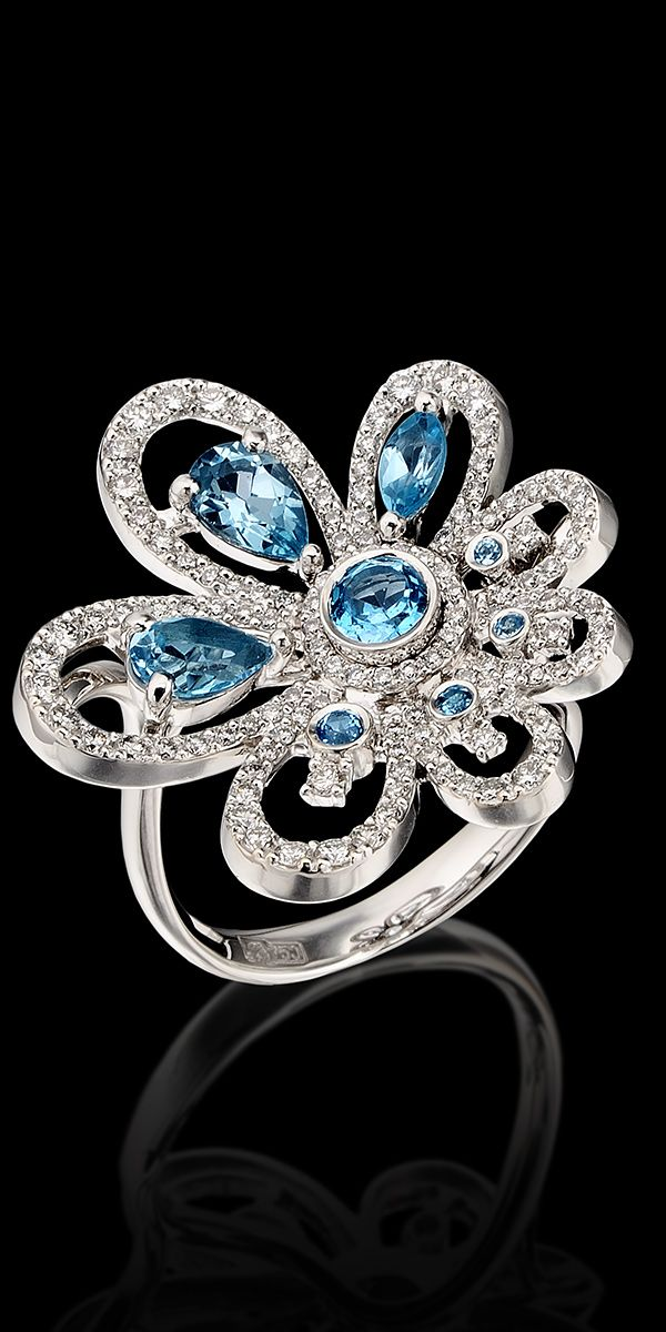 mavi taşlı çiçek figürlü pırlanta yüzük modeli
