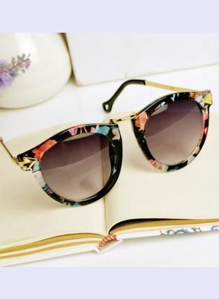 renkli çerçeveli güneş gözlüğü