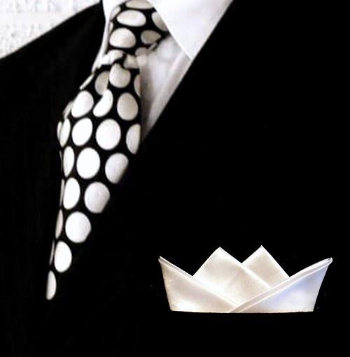 siyah beyaz puantiyeli kravat modeli