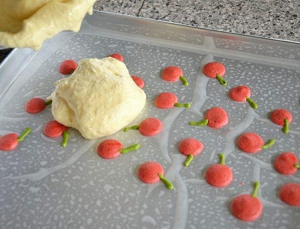 Dekore edilmiş rulo pasta nasıl yapılır