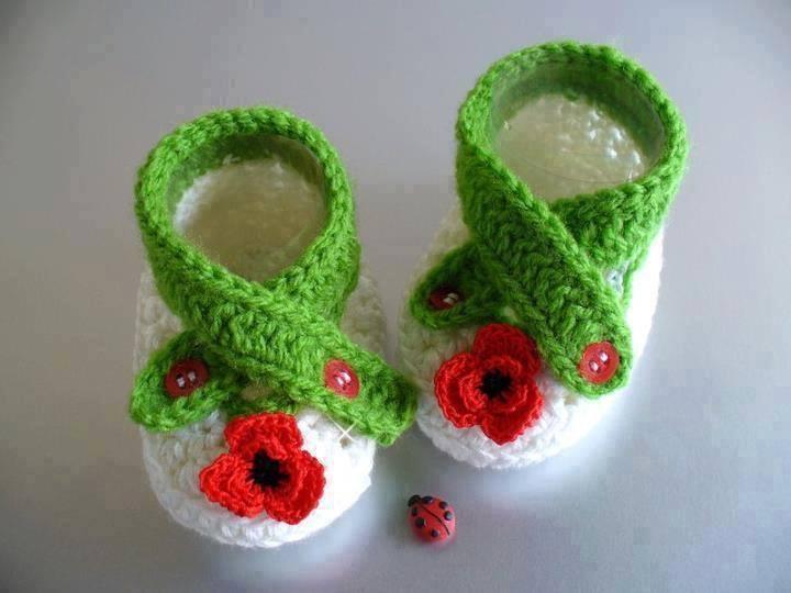 yeşil beyaz bebe patiği