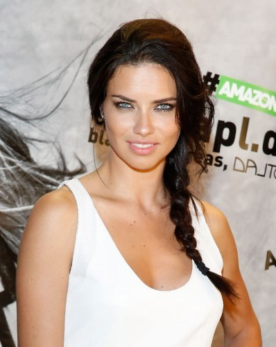 Dünyaca ünlü model Adriana Lima