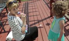 Kanser Hastası Genç Anne 4 Yaşındaki Kızının Yanında Olamayacağı Günlerde Onu Her Zaman Desteklemek İçin Mektuplar Yazdı