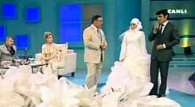 mahmut tuncerin tv programında evlenmişlerdi
